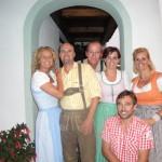 Im Dirndl und Lederhose im Apart Tyrol