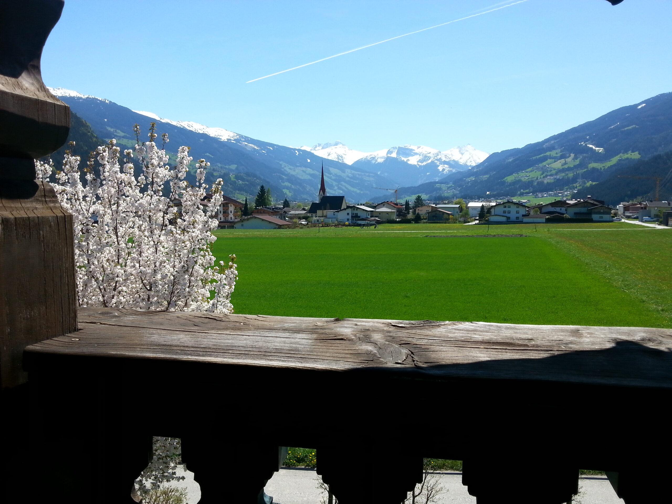 Blick vom Balkon ins Zillertal